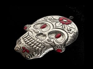 Skull, red accents, Mexican tin art, 4.5-inch