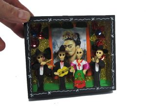 Skeleton Mariachis with mujer cantate, diorma box